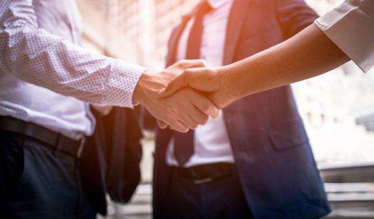 handshake-of-business-People-870879280_5874x2991-1.jpg